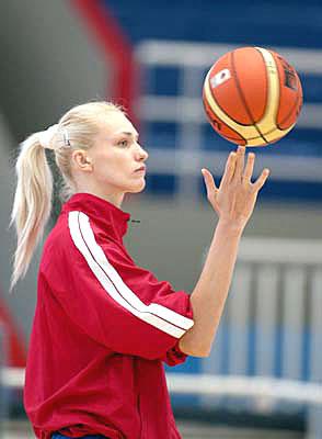 В Смоленске стартовал баскетбольный турнир памяти героя России Андрея Панова