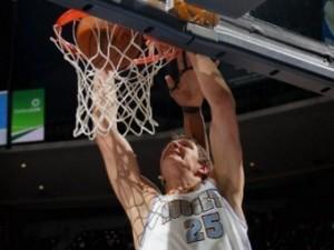 Мозгов набрал девять очков в матче НБА