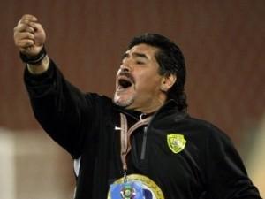 Марадона вступил в перепалку с болельщиками