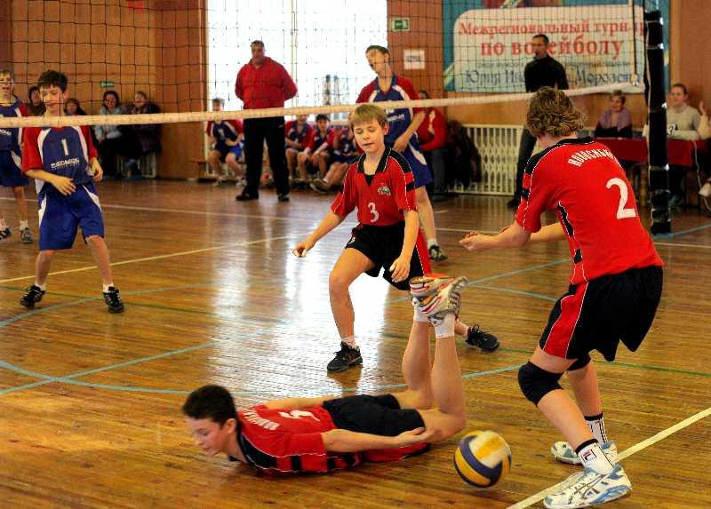 Юные смоленские волейболисты получили в подарок новую форму