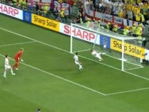 Президент ФИФА назвал «электронный» мяч необходимостью
