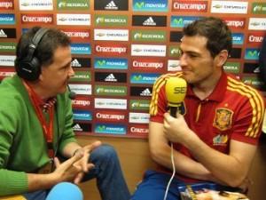 Касильяс пообещал расцеловать журналиста в случае победы на Евро