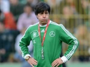 Тренер сборной Германии разрешил игрокам пить и курить на Евро-2012