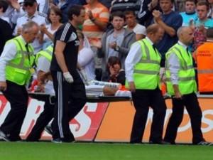 Защитник сборной Уэльса сломал ногу в матче английской премьер-лиги