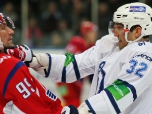 Хоккеист «Локомотива» отказался драться с Овечкиным