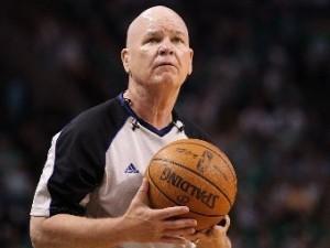 Арбитр НБА станцевал во время матча