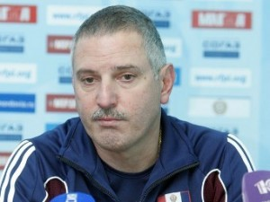 Аутсайдер российской премьер-лиги уволил тренера после разгрома