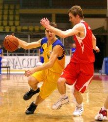 Баскетбол: смоляне уступают, смолянки – лидируют