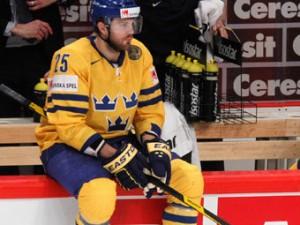 Хоккеист сборной Швеции продолжит карьеру в КХЛ