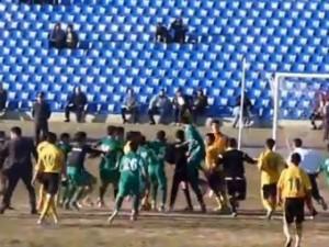 Таджикские футболисты избили арбитра