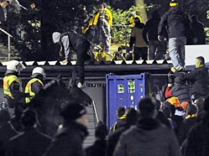В Германии болельщики «Динамо» взяли штурмом стадион соперника