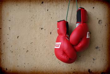 Боксерские перчатки и другая экипировка боксера