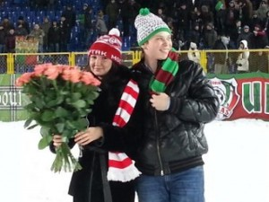 Болельщик «Рубина» на стадионе сделал предложение фанатке «Спартака»