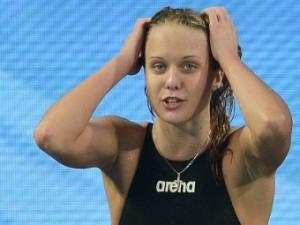 Российская пловчиха выиграла медаль в порванном купальнике