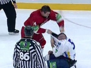 Игрок «Витязя» дважды попал в рейтинг лучших хоккейных драк