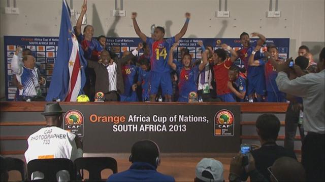 Африканские футболисты спели на пресс-конференции