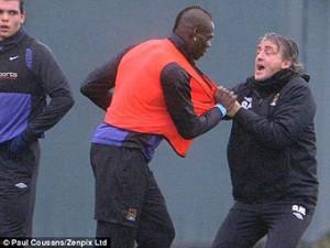 Марио Балотелли устроил потасовку с тренером «Манчестер Сити»