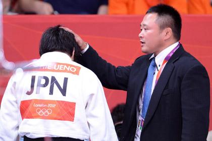 Тренер олимпийской сборной Японии избивал дзюдоисток бамбуковым мечом
