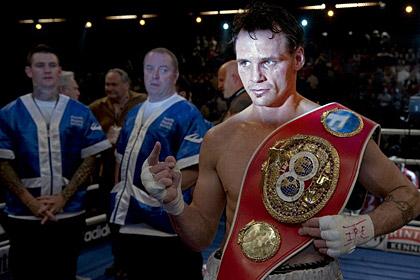 Чемпион мира по боксу выиграл бой-реванш