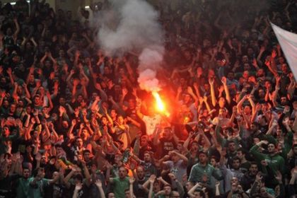 Матч «Олимпиакоса» с «Панатинаикосом» прерван из-за драки фанатов