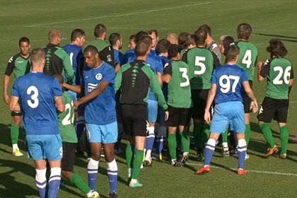Матч российских и украинских футболистов закончился дракой