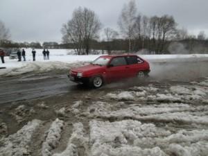 Снежная каша не помешала автолюбителям насладиться быстрой ездой