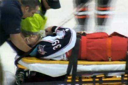 В США остановили хоккейный матч из-за припадка у игрока