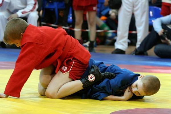 В Гагарине прошёл первый открытый турнир по самбо среди юношей