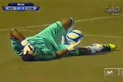 Потерявшему сознание голкиперу забили гол