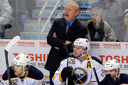 Тренера клуба НХЛ уволили после 15 лет работы
