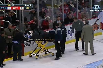 Российский игрок НХЛ закончил матч на носилках