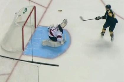 Игроку НХЛ помешал хот-дог