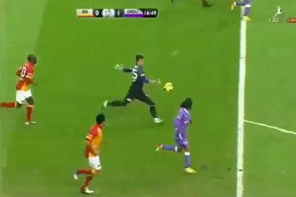Турецкий футболист забил автогол с 20 метров