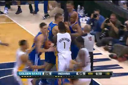 Баскетболисты устроили массовую драку на матче НБА