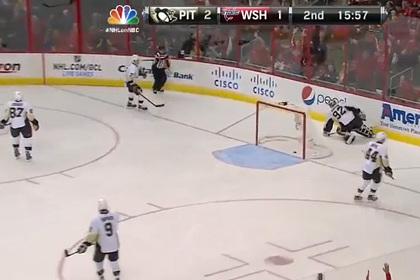 Игрок НХЛ забросил шайбу с отскоком от борта