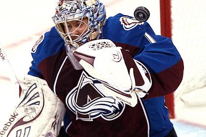 Семен Варламов пропустил три шайбы в матче НХЛ