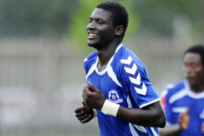Африканский футболист забил гол со своей половины поля