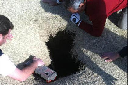 Американский гольфист провалился под землю