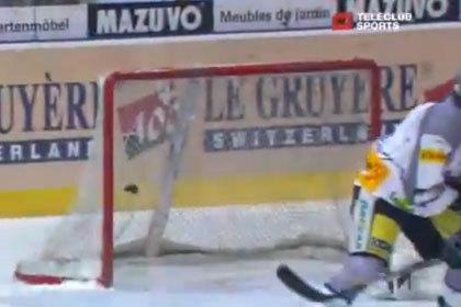 Гол швейцарского хоккеиста отменили из-за расколовшейся шайбы
