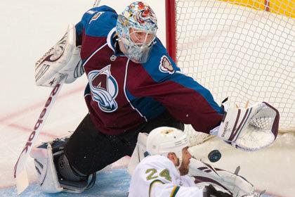 Варламов отразил 29 бросков в матче НХЛ