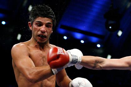 Австралийский боксер потерял сознание после чемпионского боя с россиянином