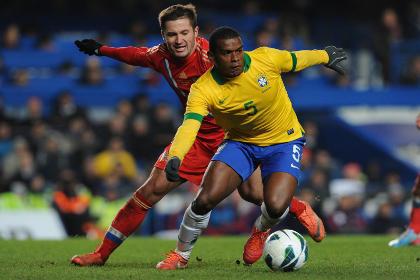 Российские футболисты сыграли вничью с бразильцами