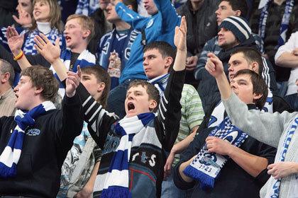 Московское «Динамо» оштрафовали за брошенные на лед сосиски