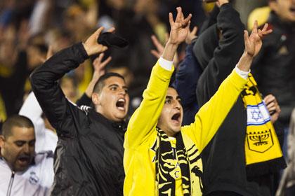 Израильские фанаты ушли со стадиона после гола чеченского футболиста