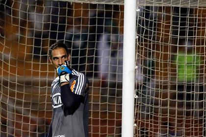 Вратаря бразильского клуба ранили ножом в драке с болельщиками