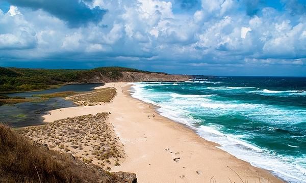 Золотистые песчаные пляжи и ласковое Черное море — все это солнечные туры в Болгарию!