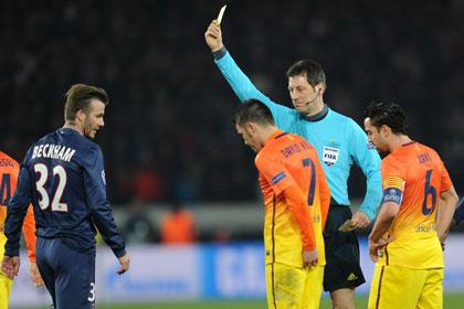Арбитра матча ПСЖ — «Барселона» отстранили от игр Лиги чемпионов