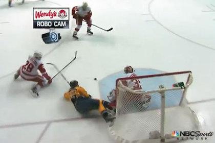 Игрок НХЛ застрял в сетке ворот