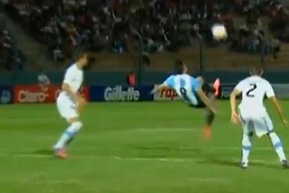 Аргентинский футболист забил гол «ножницами» из-за штрафной