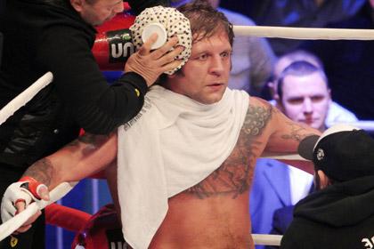 Александр Емельяненко оказался легче соперника на 33 килограмма